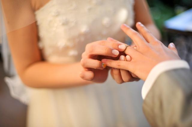 結婚指輪と婚約指輪の違い知ってる?プロポーズの時には結婚指輪?