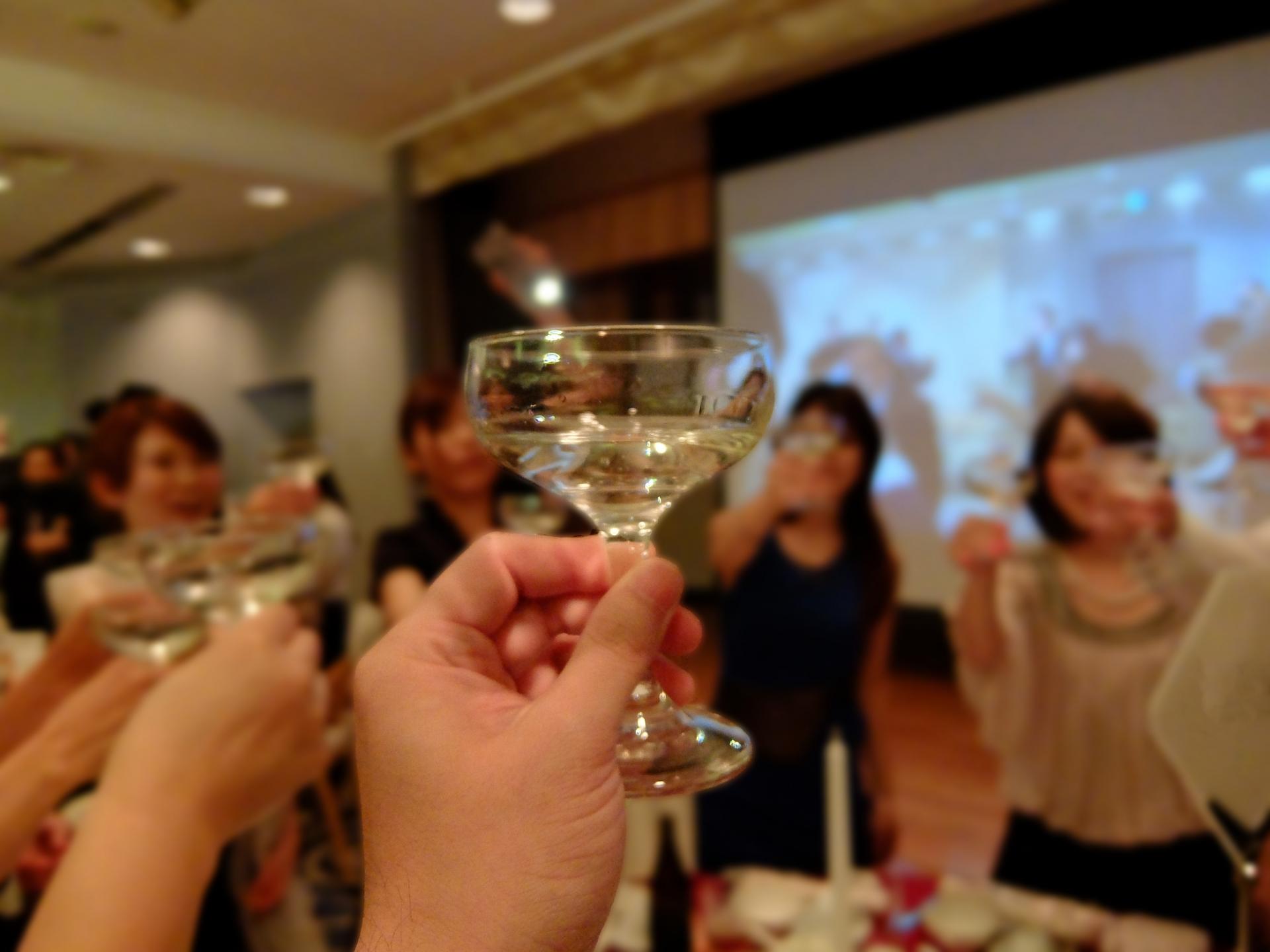 結婚式二次会の幹事は「友人」と「幹事代行業者」どちらを選ぶ?