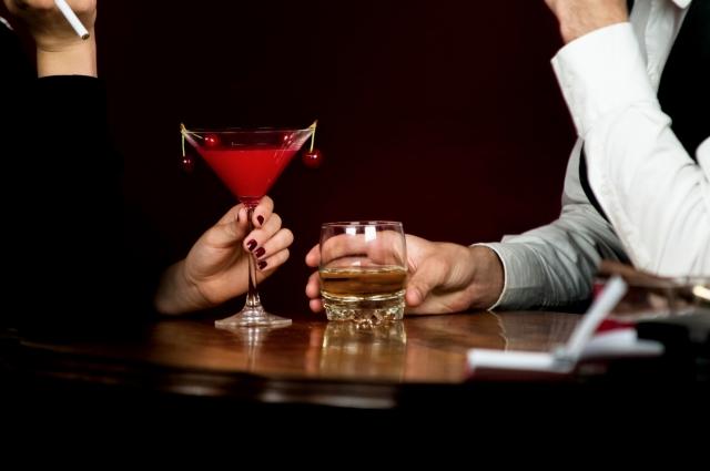 大人にしか入ることの出来ないようなクラブやバーは出会いの場には最高です。