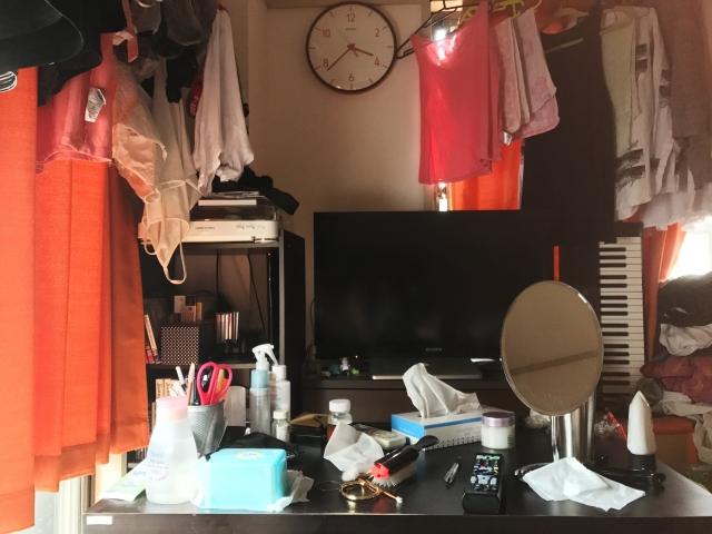 部屋は整理整頓されていない、服が脱ぎっぱなし、髪はボサボサ、むだ毛の処理が出来ていない等…