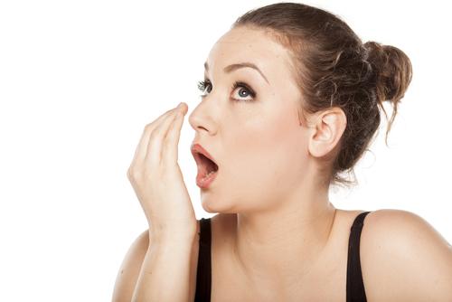 口臭の原因と改善方法